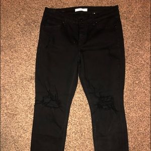 BLACK LOW RISE BOYFRIEND CUT JEANS